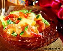 Салат из пасты с песто и королевскими креветками
