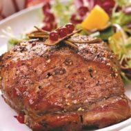 Свинина с брусничным соусом