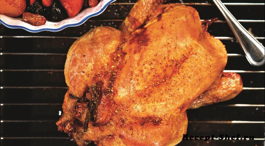 Запеченная курица с сухофруктами и карамелью