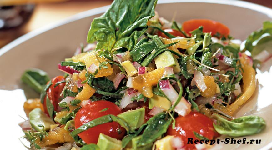 Салат с хурмой и авокадо