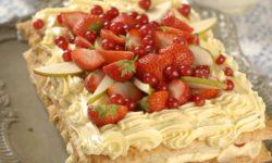Фруктово-ягодный наполеон в мятном сиропе