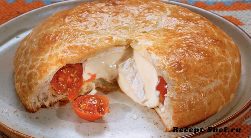 Пирог с томатами и сыром бри