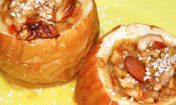 Десерт яблоки запеченные с медом, миндалем и ванильным сахаром