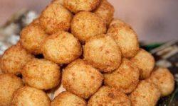 Рецепт картофельных шариков с сыром во фритюре