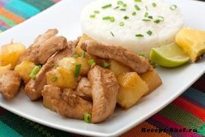 Мясо курицы в ананасах