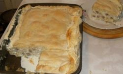 Пирог с пельменями