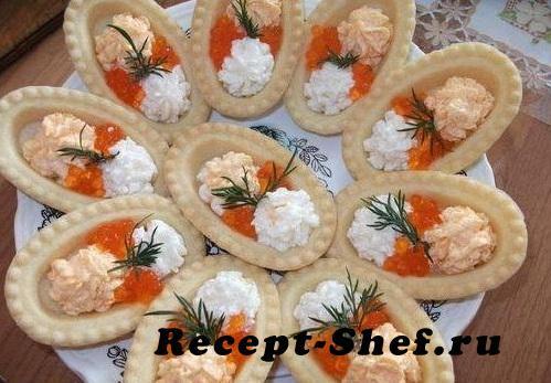 Тарталетки с икрой мойвы и лососевой икрой
