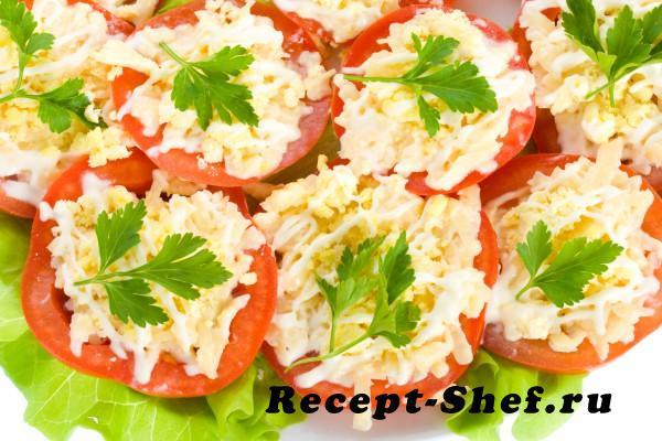 Корзиночки из помидоров с крабовыми палочками и сыром