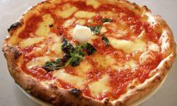 Пицца «Di Bufala Campana» с моцарелла, базиликом и оливками