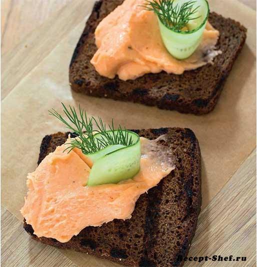 Мусс из лосося на черном хлебе