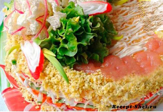 Салат с крабовыми палочками и рыбными консервами