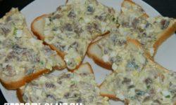 Закуска из сельди с яйцом и зеленым луком
