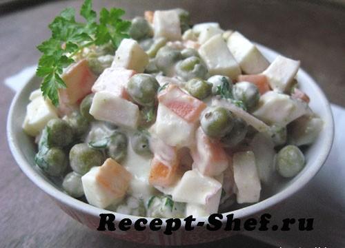 Салат с кальмарами, рисом и яйцом