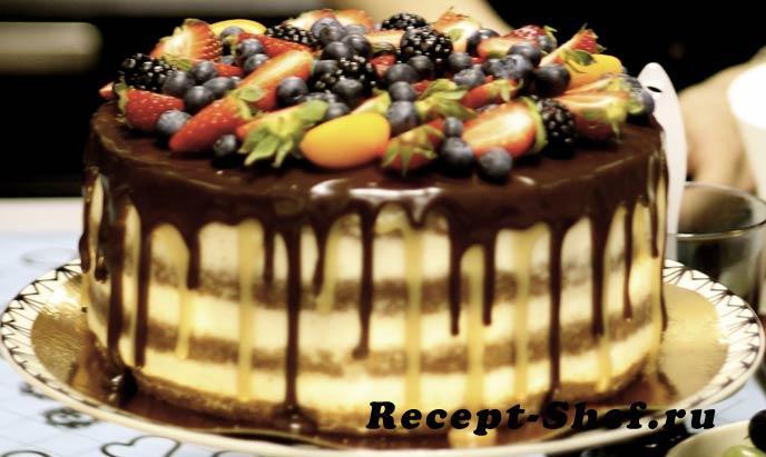 Торт бисквитный с кремом и глазурью