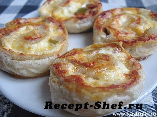 Булочки-улитки с огурцами и сыром