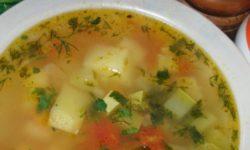 Овощной суп с кабачком, перцем и картофелем