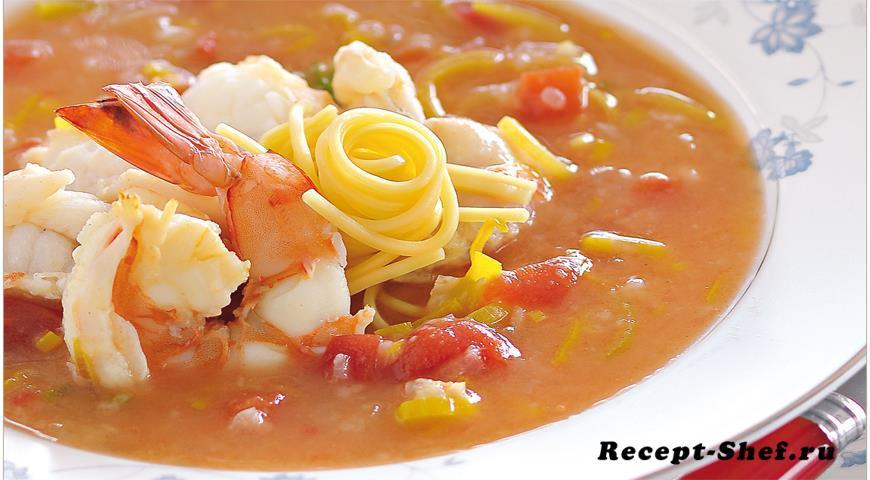 Рыбный суп с креветками, омаром и лапшой