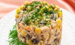Грибной салат с кукурузой