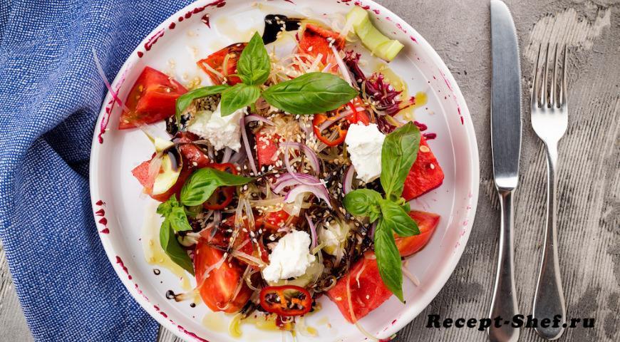 Салат из арбуза с брынзой и томатами