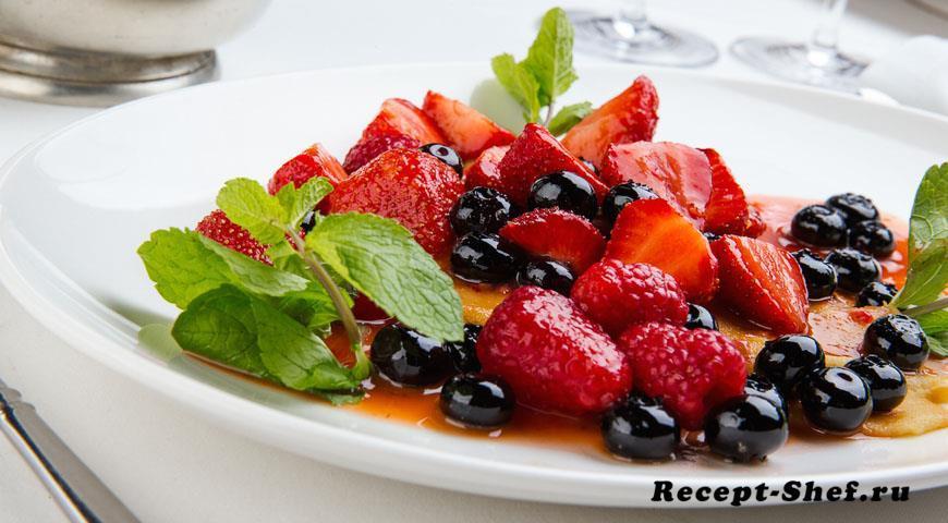 Блинчики с маскарпоне и ягодами
