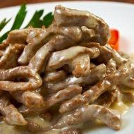 Мясо в сливочном соусе с картошкой