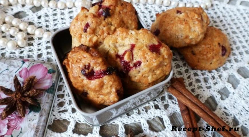 Пряное печенье с клюквой и яблоками