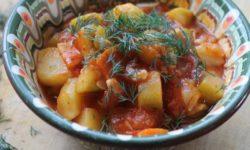 Рагу с картофелем, курицей и кабачком