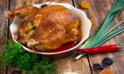 Курица, фаршированная кускусом и сухофруктами