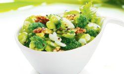 Салат из брокколи с сельдереем и орехами