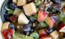 Салат из яблок, винограда и сельдерея