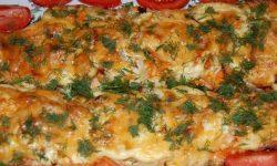 Рыба, запеченная с морковью и сыром