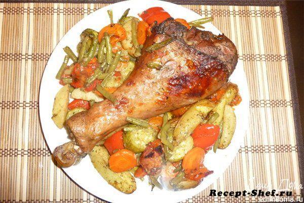 Запеченная индейка с овощами