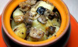 Картофель с грибами в горшочках