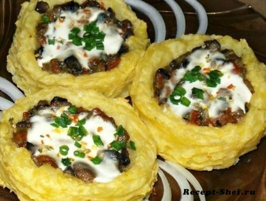 Картофельные гнезда запеченные с грибами и сыром