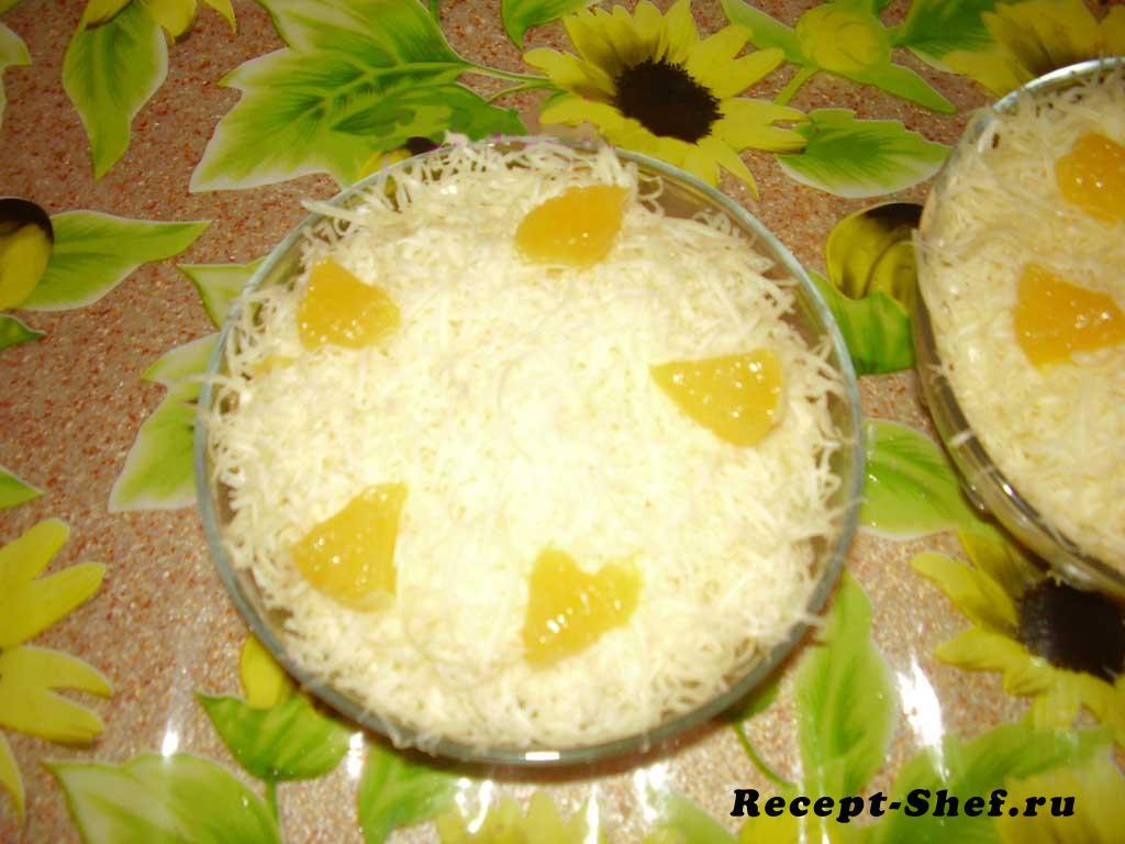 Салат с апельсином, яйцом, сыром и майонезом