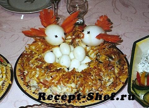 """Салат с вешенками и яйцами """"Семейное гнездо"""""""