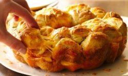 «Обезьяний» хлеб с чесноком и сыром