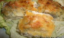 Рыба запеченная под яйцом со сметаной