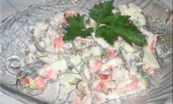 Салат «Дальневосточный» из морской капусты, морского языка и крабовых палочек