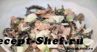 Легкий салат из морской капусты, креветок и яиц