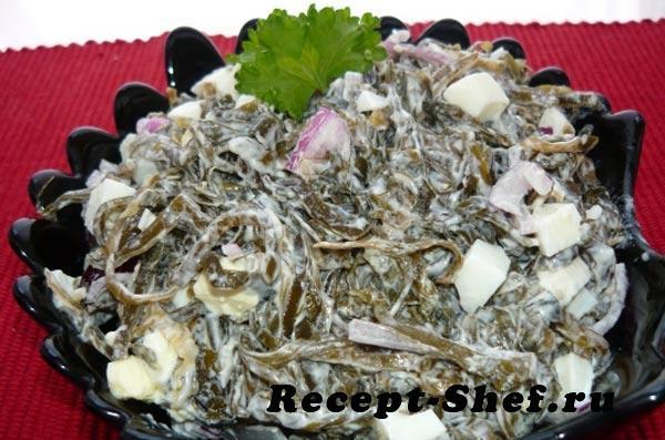 Салат из морской капусты с луком и кукурузой
