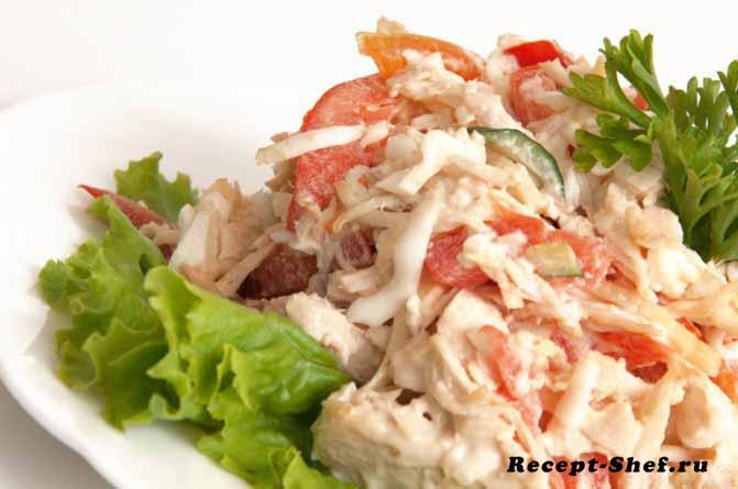 """Салат """"Аппетитный"""" с помидорами, огурцами и грудинкой"""