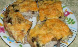 Свинина в духовке по-дробишунски с грибами, луком и сыром