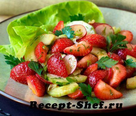Клубнично-огуречный салат с мятой