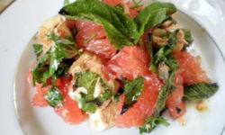 Салат «Тайский» с курицей и грейпфрутом